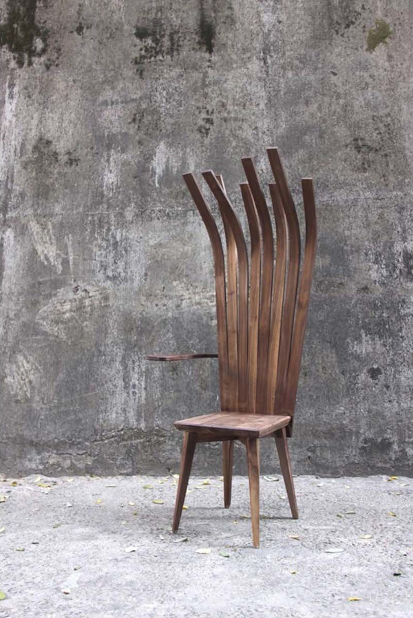 ≪Inception chair≫ クルミの木 161×64×72cm 2012年
